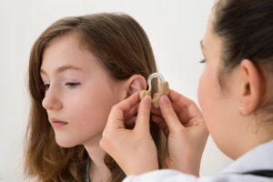 illustrer un article sur un équipement d'aide auditive