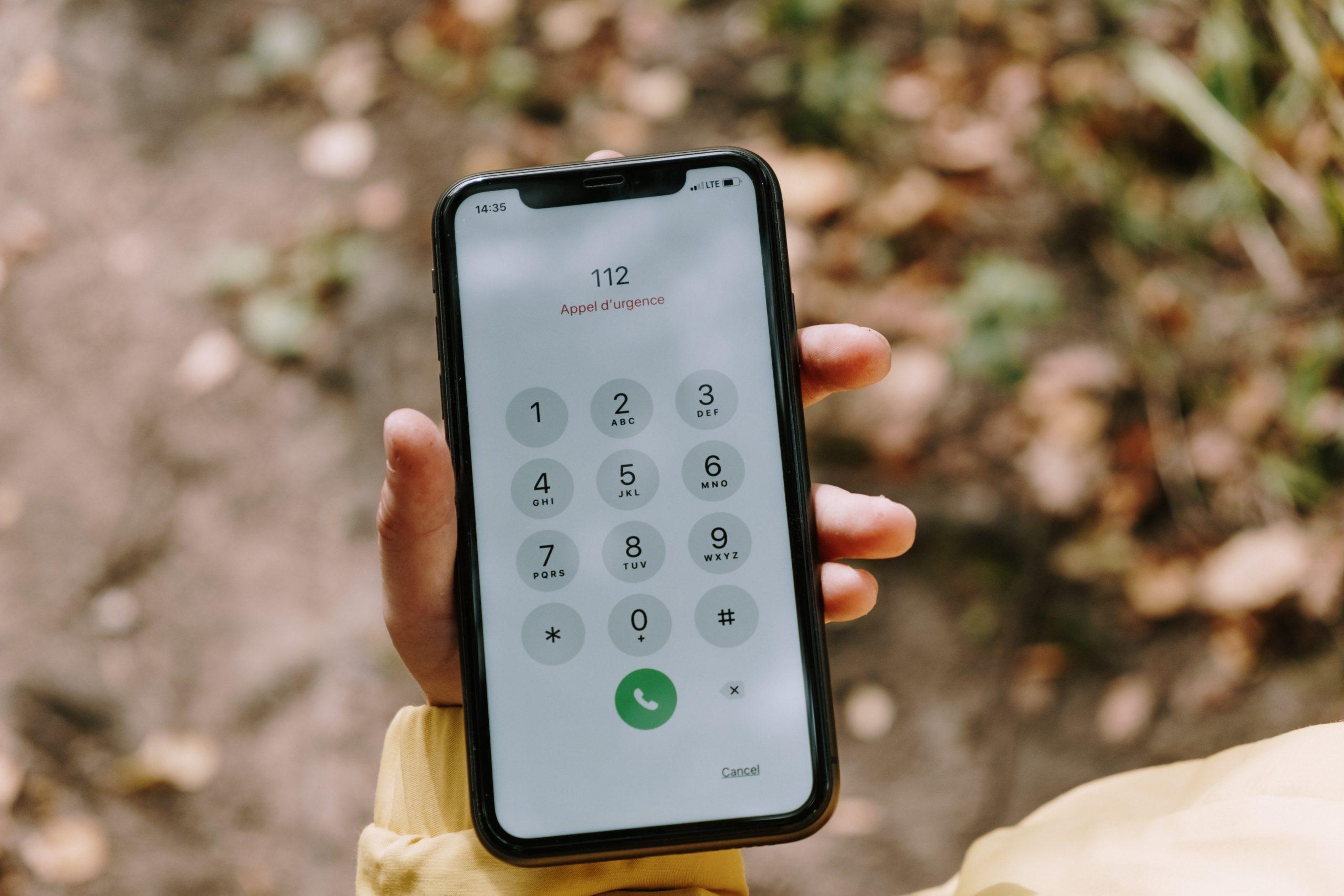 photo d'un téléphone contactant le 112, numéro d'urgence européen